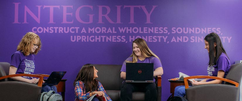 Case Study: Mercy College Brings Its Brand to Life with Interior Graphics